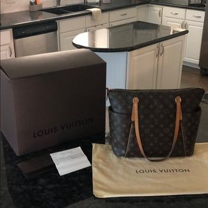 Louis Vuitton Totally MM Purse - Authentic!